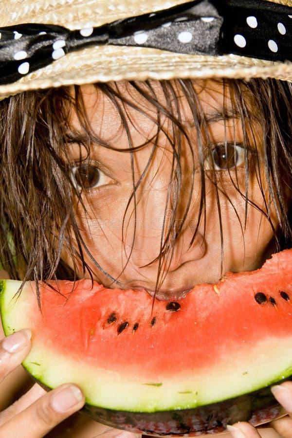 Femme avec le melon d'eau photographie stock
