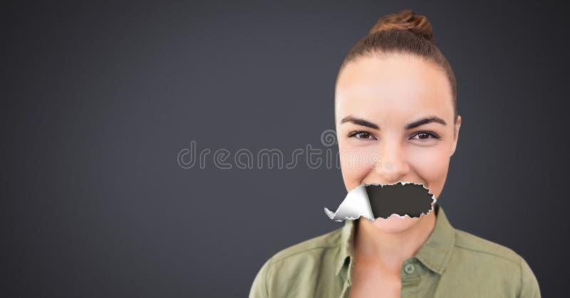 Femme avec le papier déchiré sur la bouche photos libres de droits