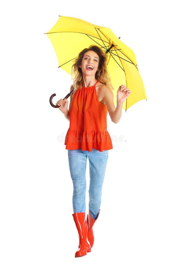 Femme avec le parapluie jaune photo stock