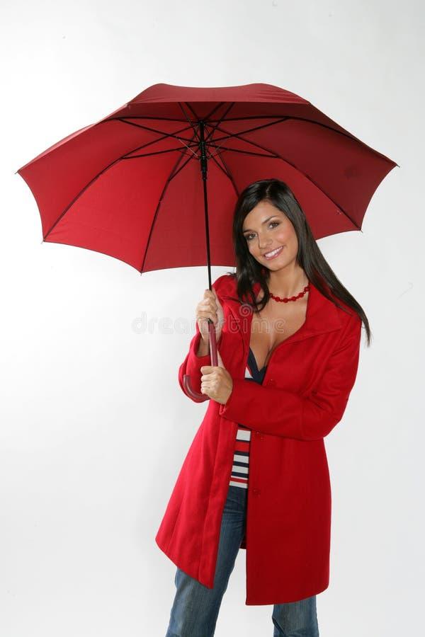 Femme avec le parapluie rouge. image libre de droits
