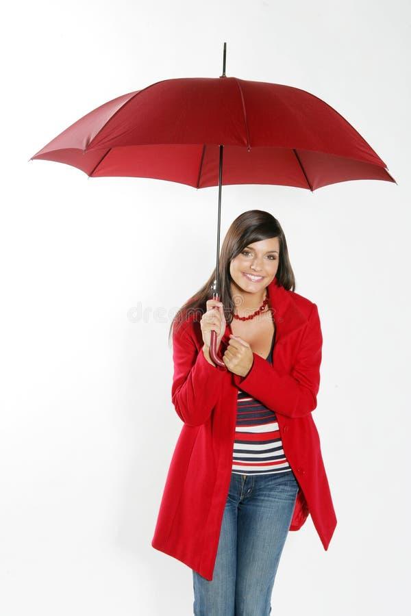 Femme avec le parapluie rouge. images stock
