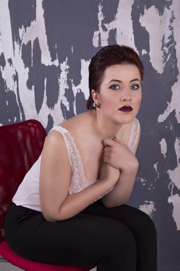 Femme avec le renivellement lumineux photo stock
