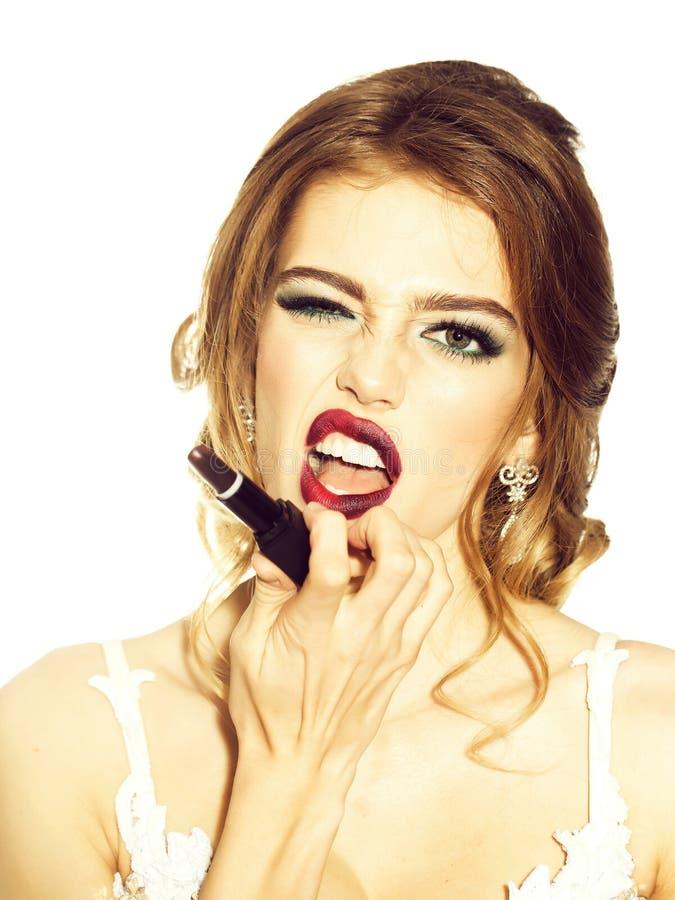 Femme avec le rouge ? l?vres de maquillage image stock