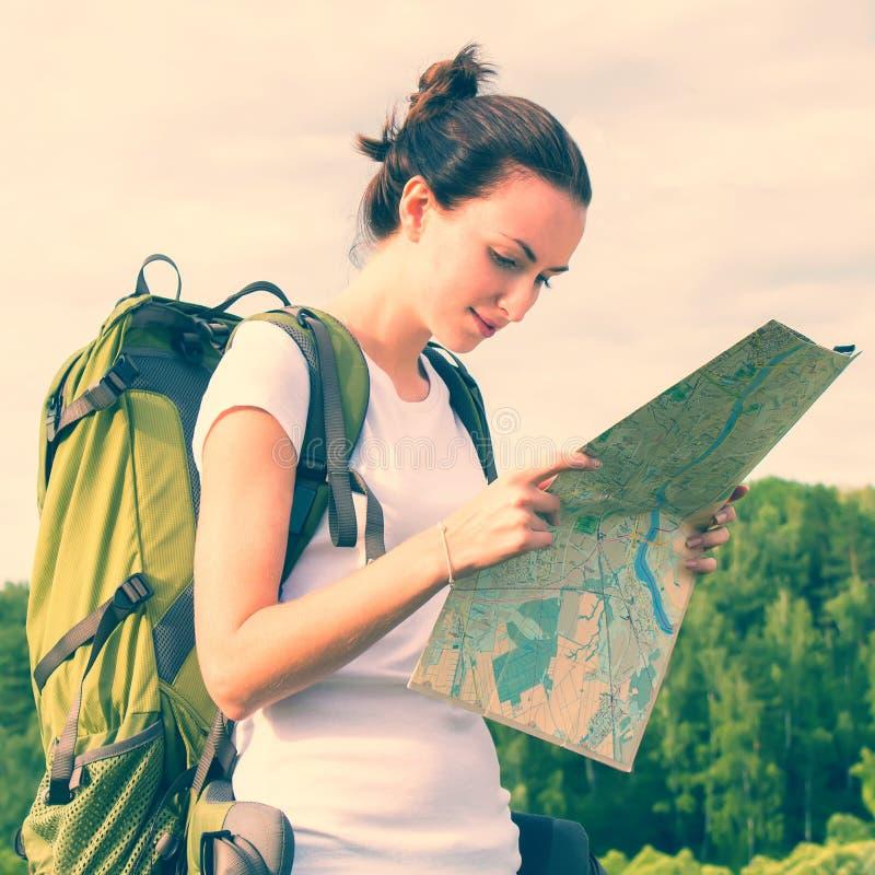 Femme avec le sac à dos images libres de droits
