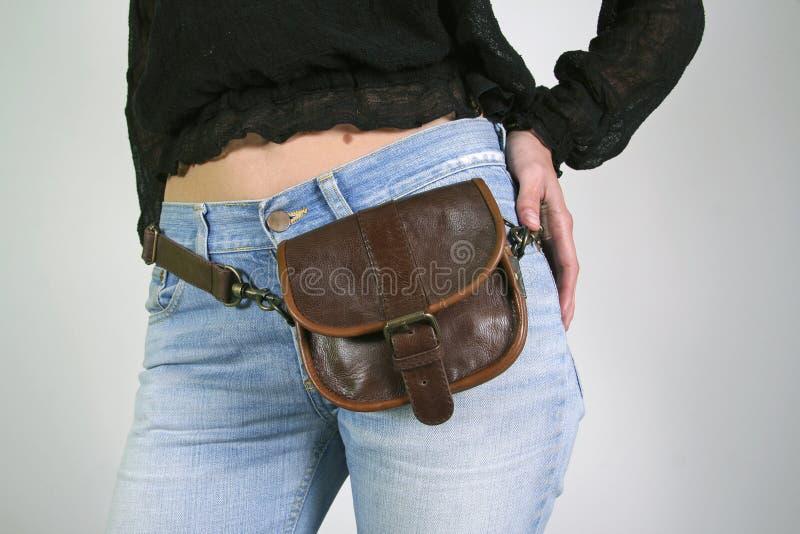 Femme avec le sac de courroie d'argent photos libres de droits
