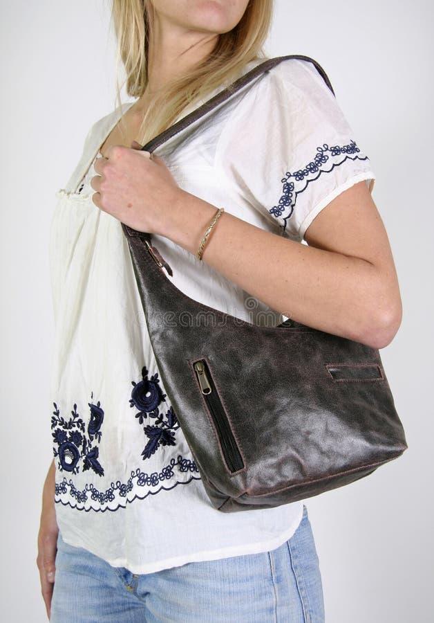 Femme avec le sac de main femelle photographie stock libre de droits