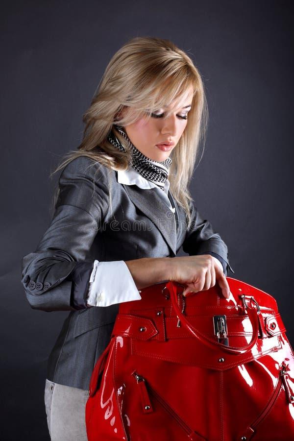 Femme avec le sac rouge photos libres de droits