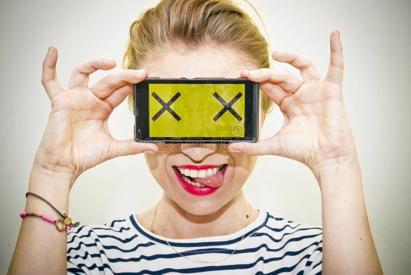 Femme avec le smartphone photographie stock libre de droits