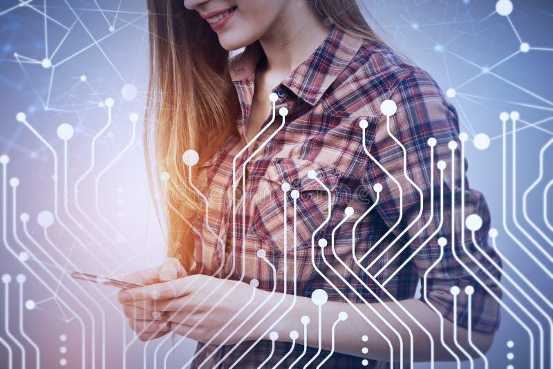 Femme avec le smartphone, circuits illustration libre de droits