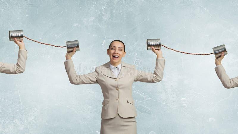 Femme avec le téléphone sourd image libre de droits