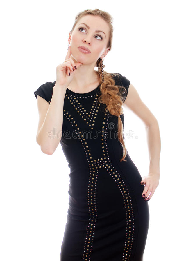 Femme avec le tresse dans penser noir de robe. image libre de droits