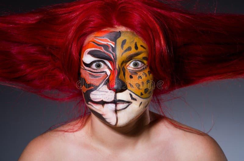 Femme avec le visage de tigre images libres de droits