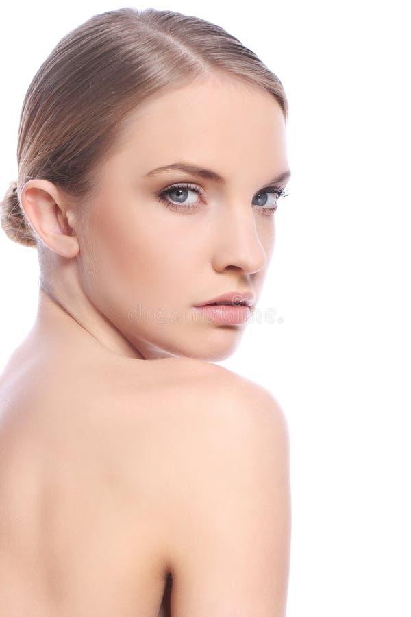 Femme avec le visage propre au-dessus du fond blanc photos libres de droits