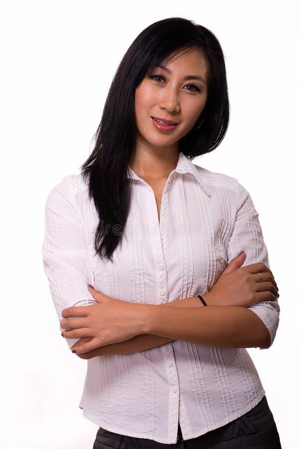 Femme avec les bras croisés photographie stock