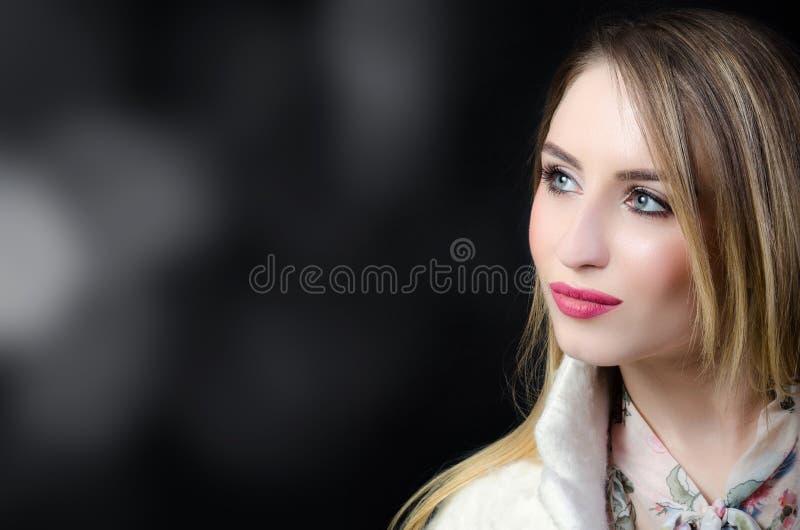 Femme avec les cheveux légers image libre de droits