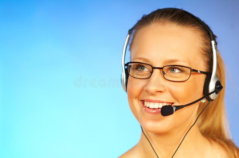 Femme avec un écouteur images stock