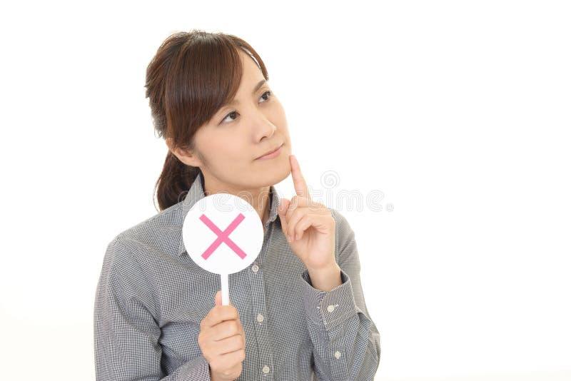 Femme avec un aucun signe photos libres de droits
