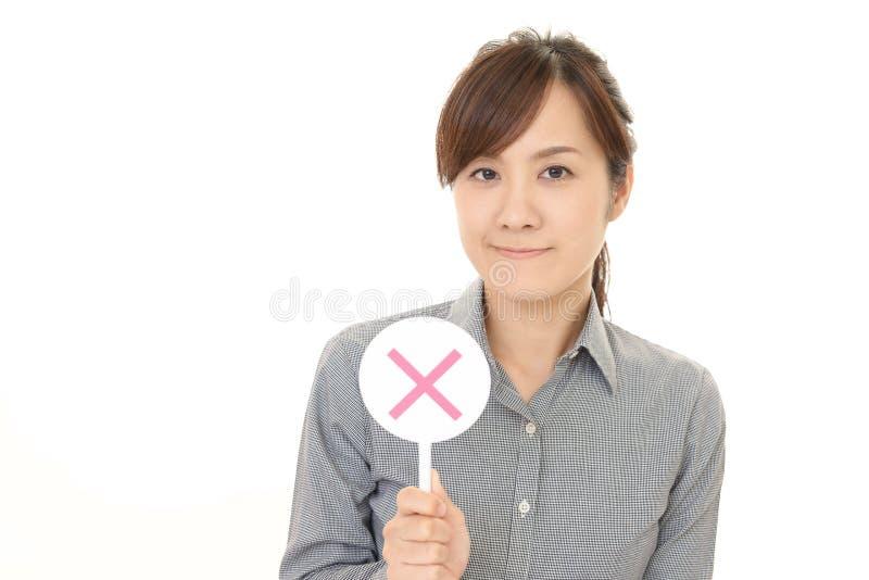 Femme avec un aucun signe photos stock