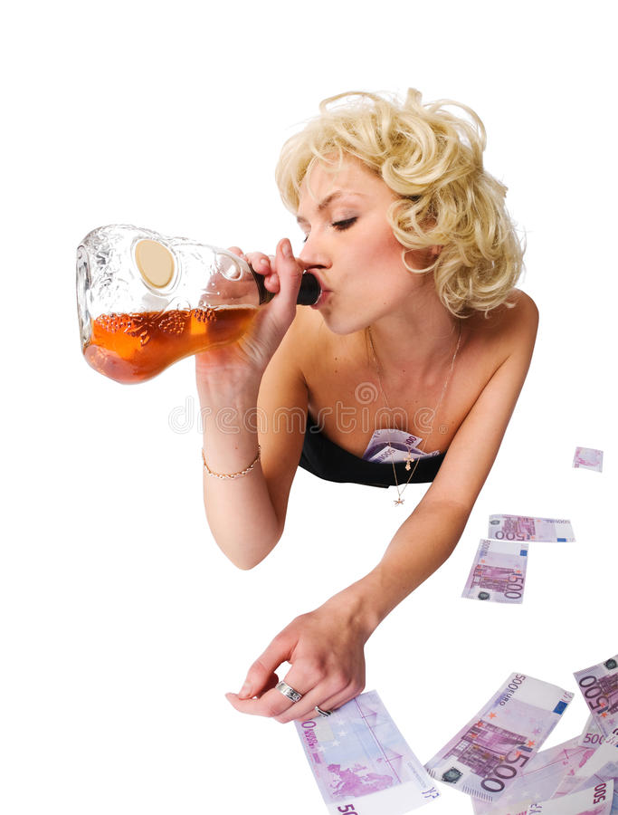 Femme avec une bouteille de whiskey photo libre de droits