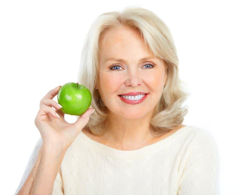 Femme avec une pomme verte photo stock