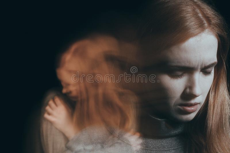 Femme ayant la dépression nerveuse images stock