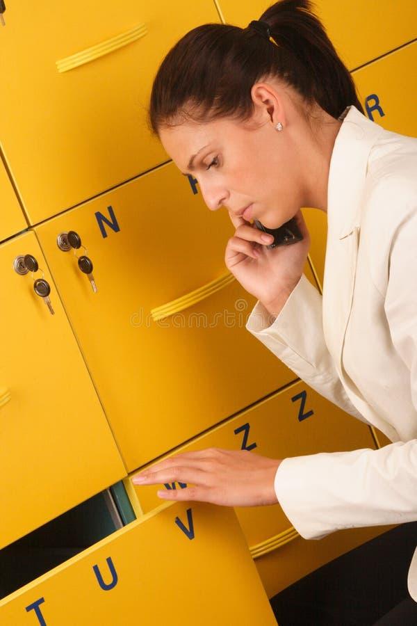 Femme blanc d'affaires au téléphone photo libre de droits