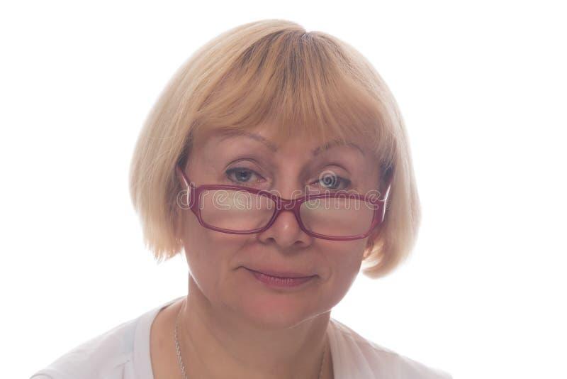 Femme blanche en verres d'isolement sur le blanc photo stock