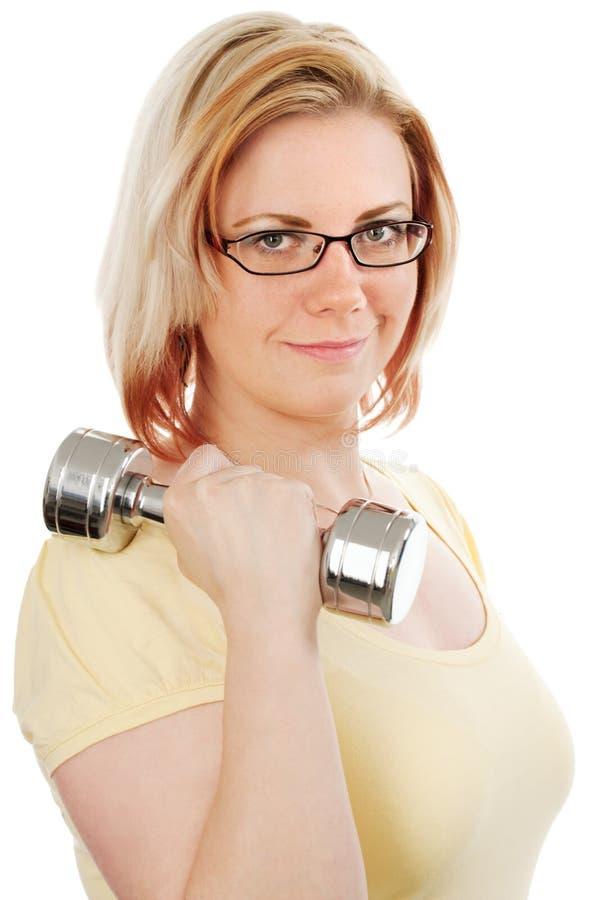 Femme blond avec des poids photographie stock