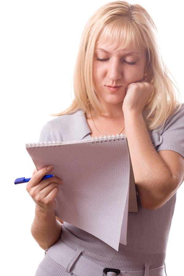 Femme blond avec le bloc - notes. D'isolement. #10 photographie stock