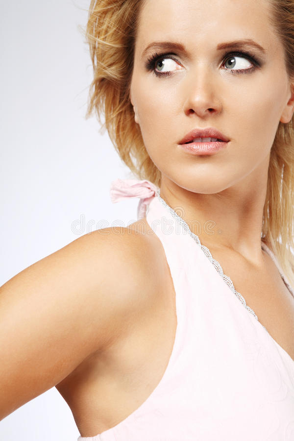 Femme blond avec le long cheveu. photo stock