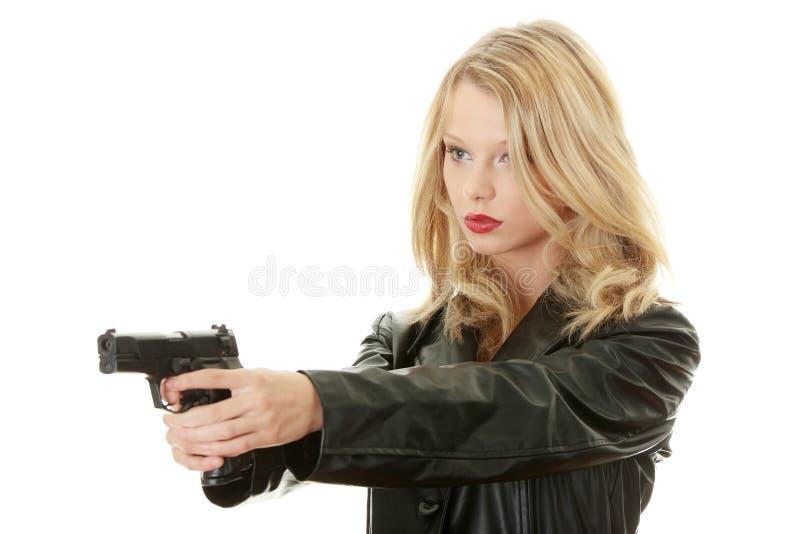 Femme blond sexy avec le pistolet images libres de droits