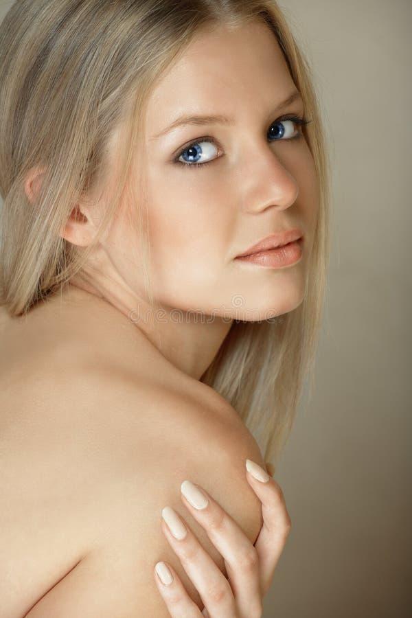 Femme blonde de œil bleu images stock