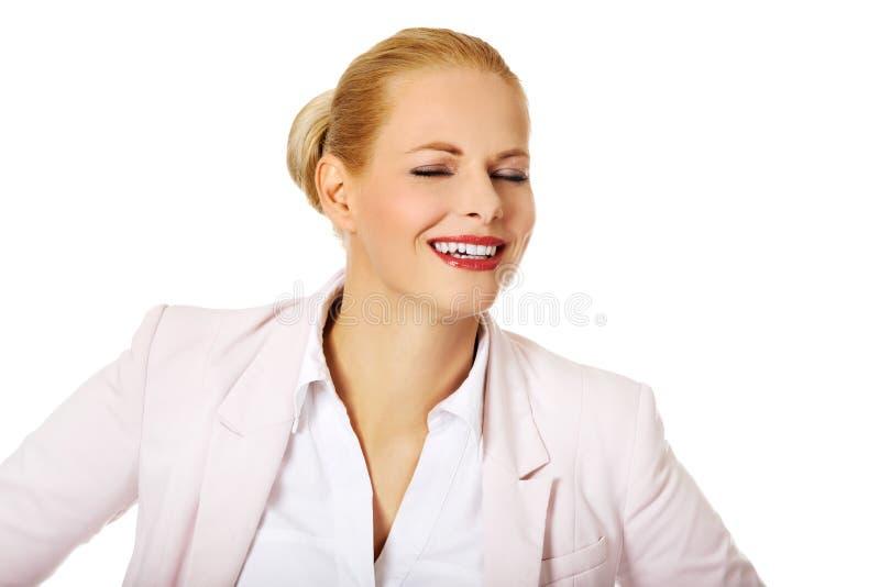 Femme blonde heureuse d'affaires de Youngh image stock