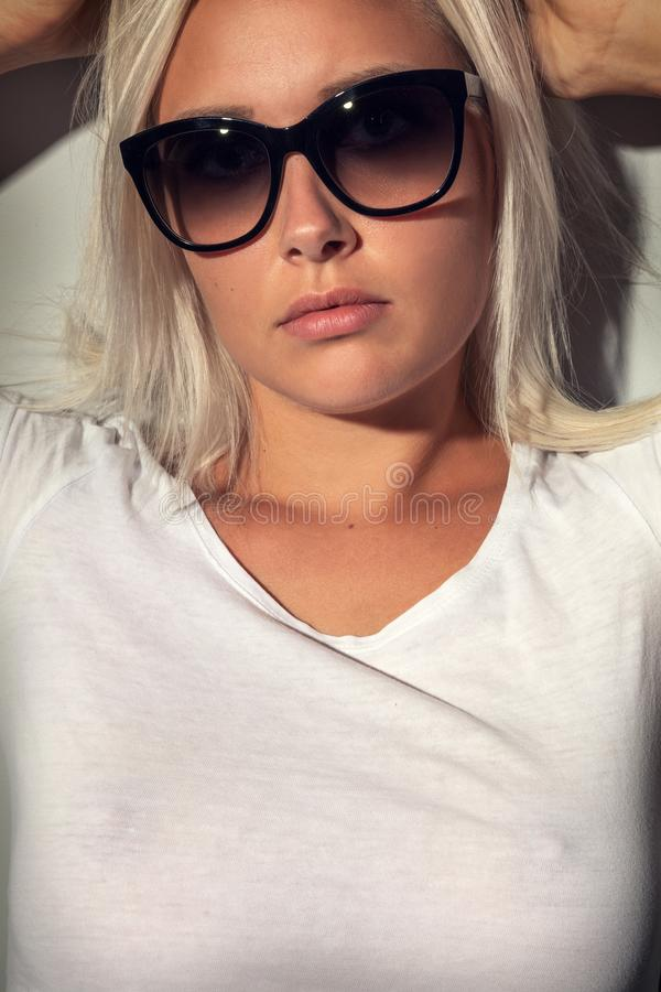 Soleil Blonde Avec Lunettes Des Femme Portrait De Images N8yO0wmvn