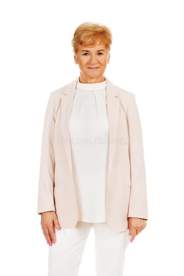 Femme blonde supérieure élégante de sourire photo stock