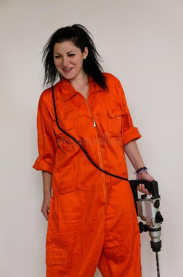 Femme capable avec un foret électrique photo libre de droits