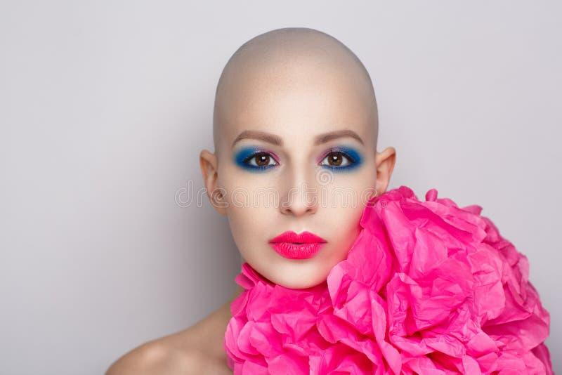 Femme chauve de beauté image stock
