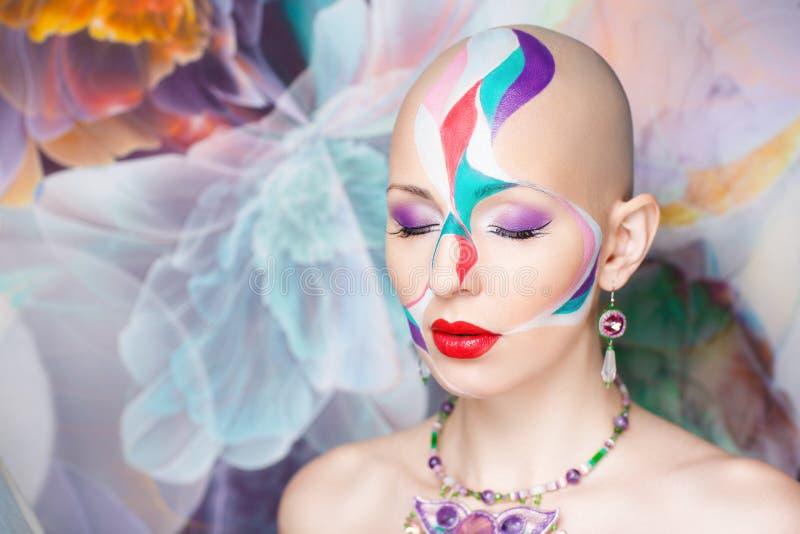Femme chauve de beauté photographie stock libre de droits