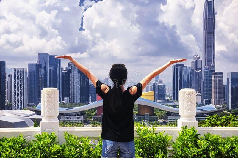 Femme chinoise dans la porcelaine de Shenzhen photographie stock
