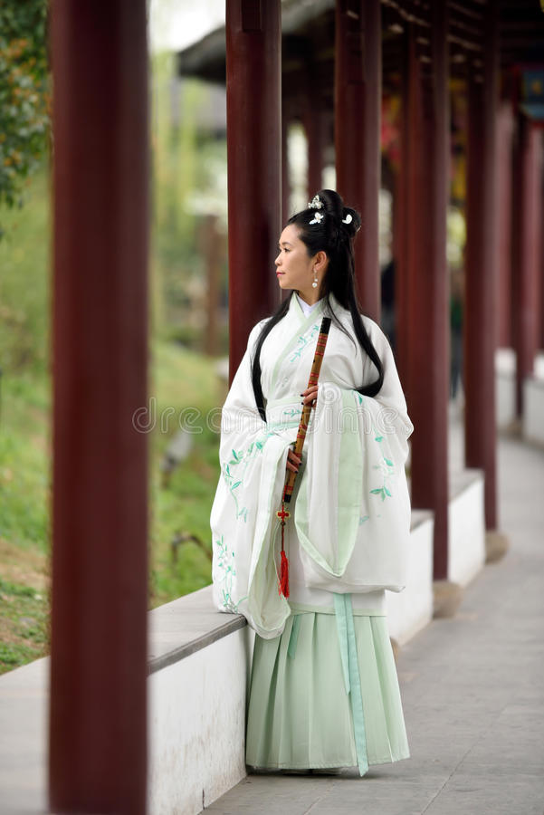 Femme chinoise dans le costume traditionnel photos stock