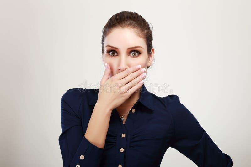 Femme choquée d'affaires photographie stock libre de droits