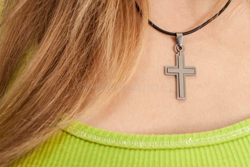 Femme chrétien avec le collier en travers photos libres de droits