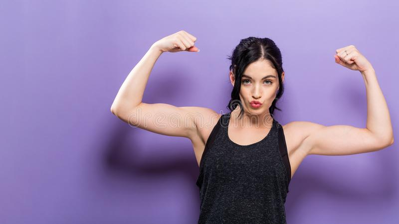 Femme convenable de jeunes puissants photos stock