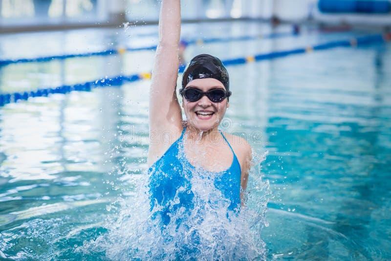 Femme convenable triomphant avec le bras augmenté photo libre de droits