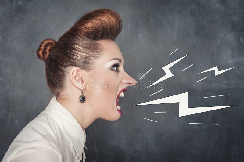 femme criarde fâchée image libre de droits