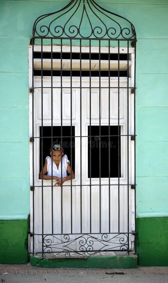 Femme cubain à l'hublot image libre de droits