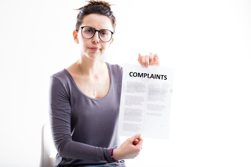 Femme déçue t'envoyant des plaintes photographie stock