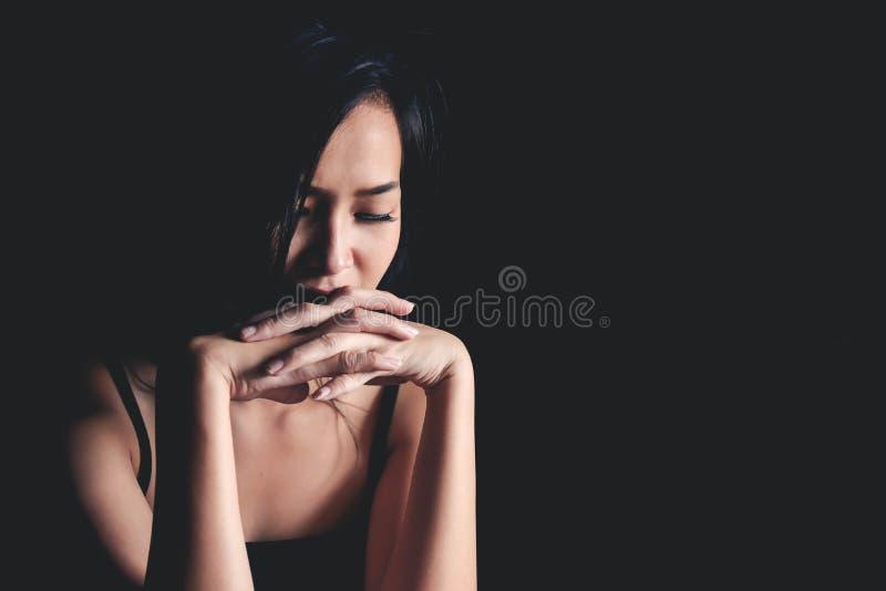 Femme déprimée triste souffrant de la vie de famille images libres de droits