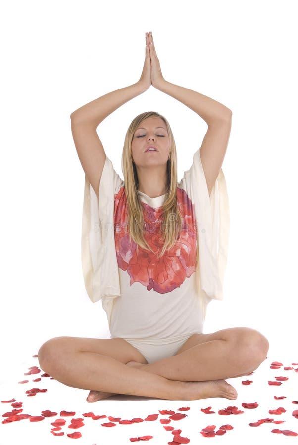 Femme détendant dans la méditation de yoga images libres de droits