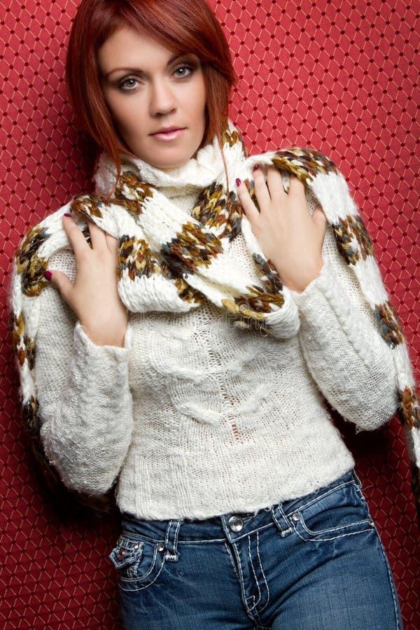 Femme d'écharpe de l'hiver images stock